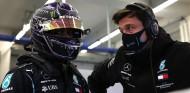 La partida de póker entre Hamilton, Wolff y Mercedes - SoyMotor.com