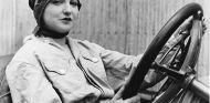 'Caracol': la primera mujer en las carreras… ¡hace 120 años!  - SoyMotor.com