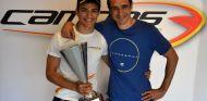 Con mi padre Ramón y el trofeo de vencedor - LaF1