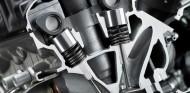 Válvulas dispuestas con cierto ángulo dentro de un motor - SoyMotor.com