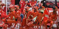 Mecánicos de Ferrari en Marina Bay - SoyMotor.com