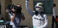 Lewis Hamilton celebra su Pole en Austin - LaF1