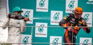Lewis Hamilton y Max Verstappen en Sepang - SoyMotor.com