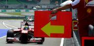 Felipe Massa en el pit lane de Malasia en 2013 - LaF1