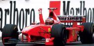 Michael Schumacher celebra su victoria en el GP de Hungría de 1998 - LaF1
