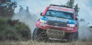Copilotamos a Nani Roma en el Toyota Hilux V8 con el que prepara el Dakar 2018 - SoyMotor.com