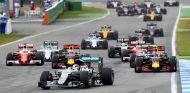 El podio fue una pelea constante entre Red Bull y Rosberg desde la salida - LaF1