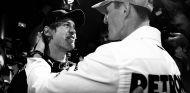 Sebastian Vettel y Michael Schumacher en Yas Marina - SoyMotor.com
