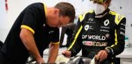 FOTOS: Alonso visita Renault y se hace un asiento - SoyMotor.com
