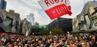 FOTOS: Baño de masas de los pilotos en la ceremonia inaugural de la F1