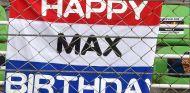 Pancarta en apoyo de Max Verstappen - SoyMotor.com