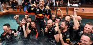 Red Bull celebra la victoria de Daniel Ricciardo en Mónaco - SoyMotor.com