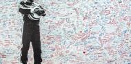 FOTOS: Imola se llena de flores y firmas por Senna 25 años después