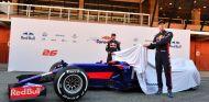 Sainz y Kvyat destapan el nuevo STR12 - SoyMotor