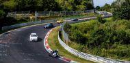 Tanda abierta en Nüburgring en la que coches y motos se mezclan en pista - SoyMotor