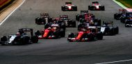 Los Ferrari saliendo en SIlverstone - LaF1.es