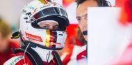 Ferrari arruina su carrera con una estrategia arriesgada - LaF1