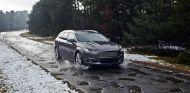 Ford prueba uno de sus vehículos sobre esta carretera infernal - SoyMotor