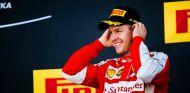 Sebastian Vettel en el podio de Suzuka - LaF1