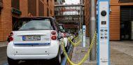 Los vehículos eléctricos e híbridos aumentan poco a poco su presencia en las calles - SoyMotor