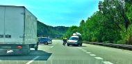 Momento en el que el conductor evita a los Mossos d'Esquadra marcha atrás - SoyMotor