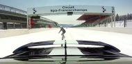 La práctica de snowboard en plena recta de Spa-Francorchamps debería ser deporte olímpico - SoyMotor