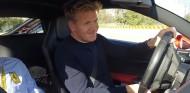 Gordon Ramsay a los mandos del 488 GTB en Fiorano - SoyMotor