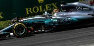 Hamilton, 5 puestos de sanción por sustituir la caja de cambios