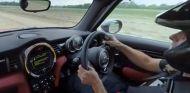 Chris Harris nos muestra el nuevo circuito de Top Gear - SoyMotor