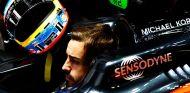 Alonso subido a su McLaren en 2016 - SoyMotor