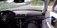Momento en el que la puerta del BMW M3-R cede ante la presión del aire - SoyMotor