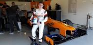 Tom Gamble prueba en Silverstone el McLaren del 2013 – soyMotor.com