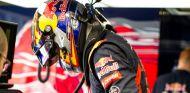 Carlos Sainz Jr.bajándose del STR10 - LaF1.es