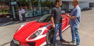 Webber celebra el cumpleaños perfecto con su nuevo Porsche 918 Spyder