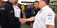 Cyril Abiteboul y Zak Brown en Silverstone - SoyMotor.com