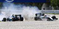 Accidente entre Lewis Hamilton y Nico Rosberg en Barcelona - LaF1