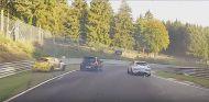 Los dos Renault Megane RS esquivan a un Renault Clio en Nürburgring - SoyMotor.com