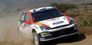 Carlos Sainz y Luis Moya en el Rally Safari 2002 - SoyMotor.com