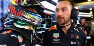 Daniel Ricciardo y Simon Rennie en el GP de Abu Dabi 2018 - SoyMotor
