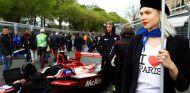 Azafata durante el ePrix de París 2016 - SoyMotor.com