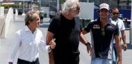 Alain Prost, Flavio Briatore y Carlos Sainz en 2017 - SoyMotor.com