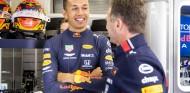 Alexander Albon y Christian Horner en el GP de Bélgica F1 2019 - SoyMotor.com