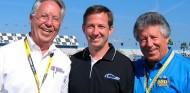 Aldo Andretti -izquierda-, su hijo Jeff -centro- y Mario Andretti -derecha- - SoyMotor.com
