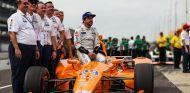 La plana mayor de McLaren, en Indy con Alonso - SoyMotor.com