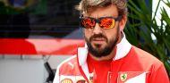 """Alonso: """"Veremos si la mejor opción es renovar con Ferrari"""""""