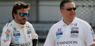 Alonso y Brown fueron juntos a Indianápolis - SoyMotor.com