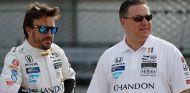 Fernando Alonso y Zak Brown - SoyMotor.com