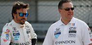 Fernando Alonso y Zak Brown en Indianápolis - SoyMotor.com