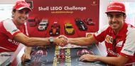 Fernando Alonso y Pedro de la Rosa juntos en un evento de Shell