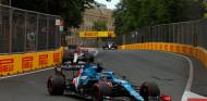 """Alonso brilla en la resalida, de décimo a sexto: """"Dije 'vamos a por todas"""" - SoyMotorc.om"""